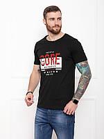 Мужская черная футболка из трикотажа с молодежным принтом на лето