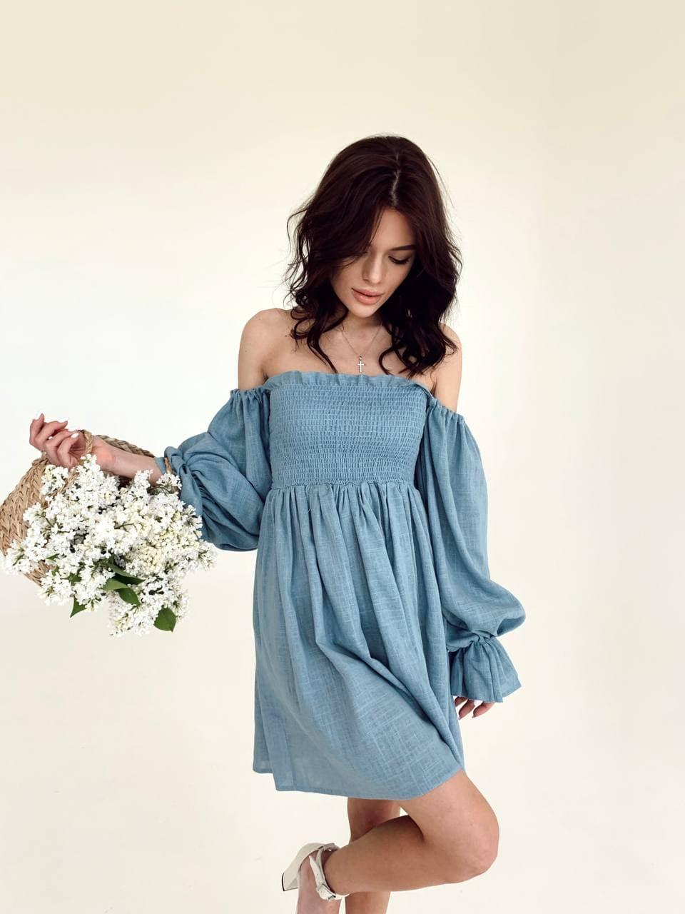 Стильное голубое женское платье на плечи с пышными рукавами Blue