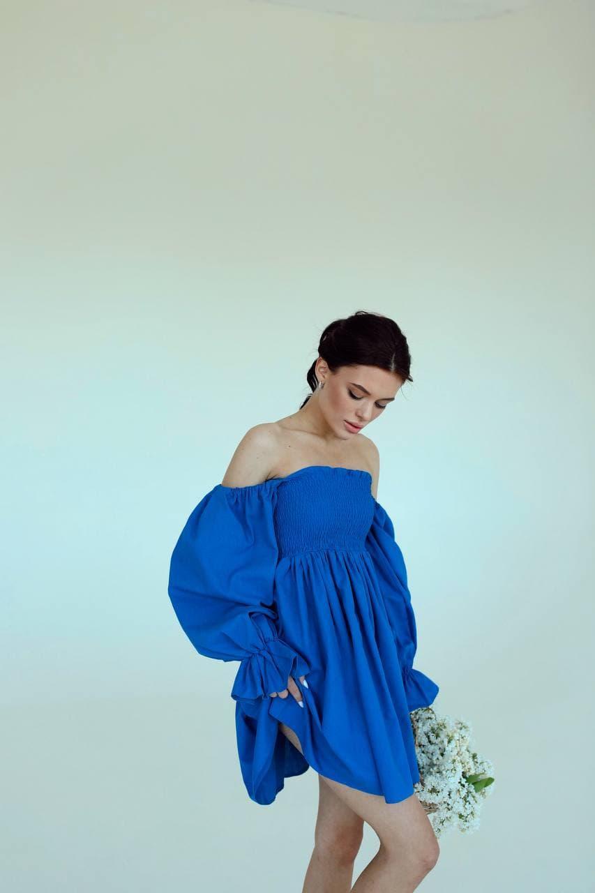 Стильное синее женское платье на плечи с пышными рукавами Blue