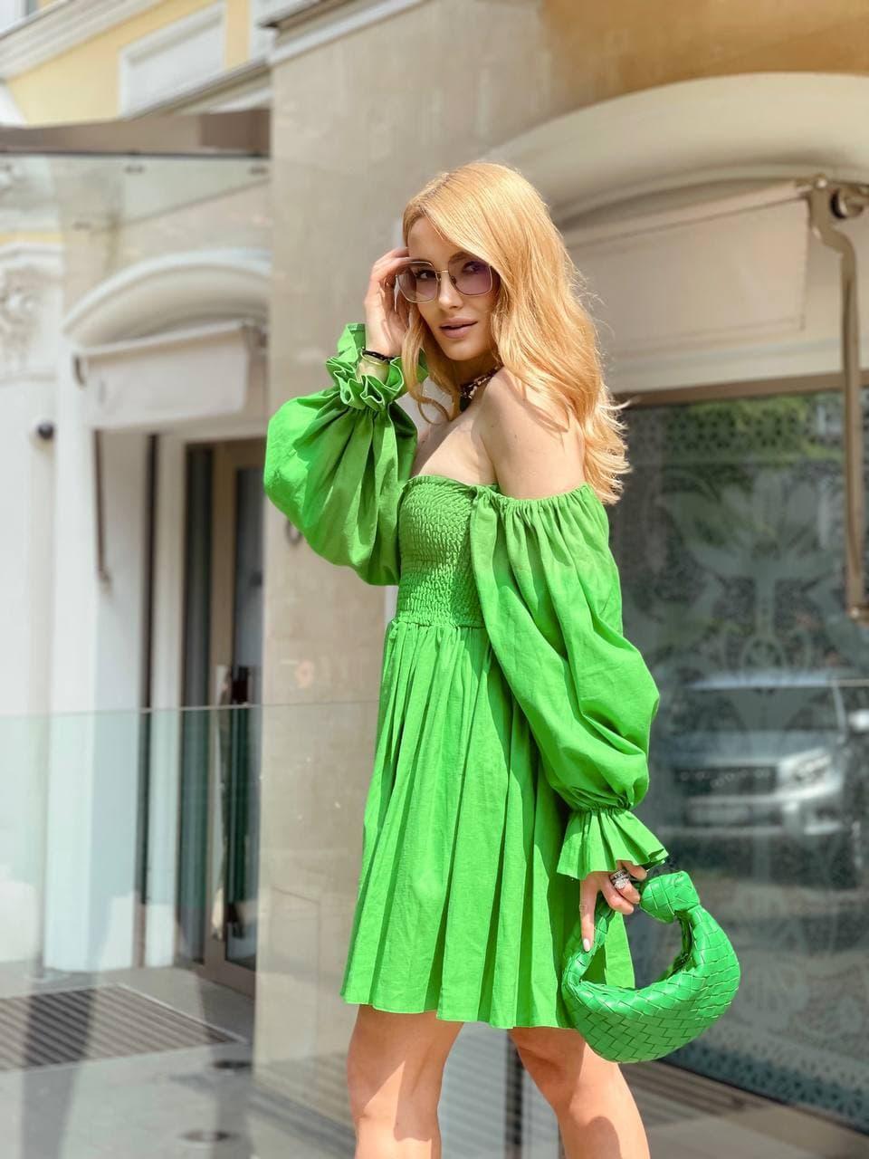 Стильное зеленое женское платье на плечи с пышными рукавами Green
