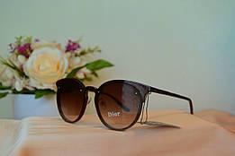 Солнцезащитные коричневые очки в оправе