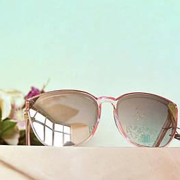 Солнцезащитные зеркальные очки в полупрозрачной розовой оправе