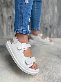 Модные босоножки сандалии белого цвета из натуральной рифленой кожи на низком ходу, размеры от 36 до  40