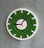 Настінний круглий годинник з дерева та моху від 30 см, фото 3