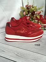 Червоні жіночі кросівки на платформі