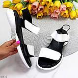 Модельні чорно - білі шкіряні жіночі босоніжки натуральна коду на липучках 36-23см, фото 9