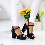 Черные женские босоножки на шлейке на высоком устойчивом каблуке, фото 4