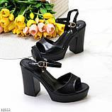 Черные женские босоножки на шлейке на высоком устойчивом каблуке, фото 9