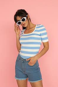 Женская приталенная голубая футболка в полоску