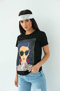 Женская черная футболка с принтом и блестящими украшениями