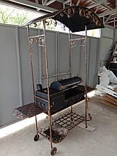 Мангал кований стаціонарний 3мм на 12 шт. шампурів з дахом, на колесах і решіткою для гриля