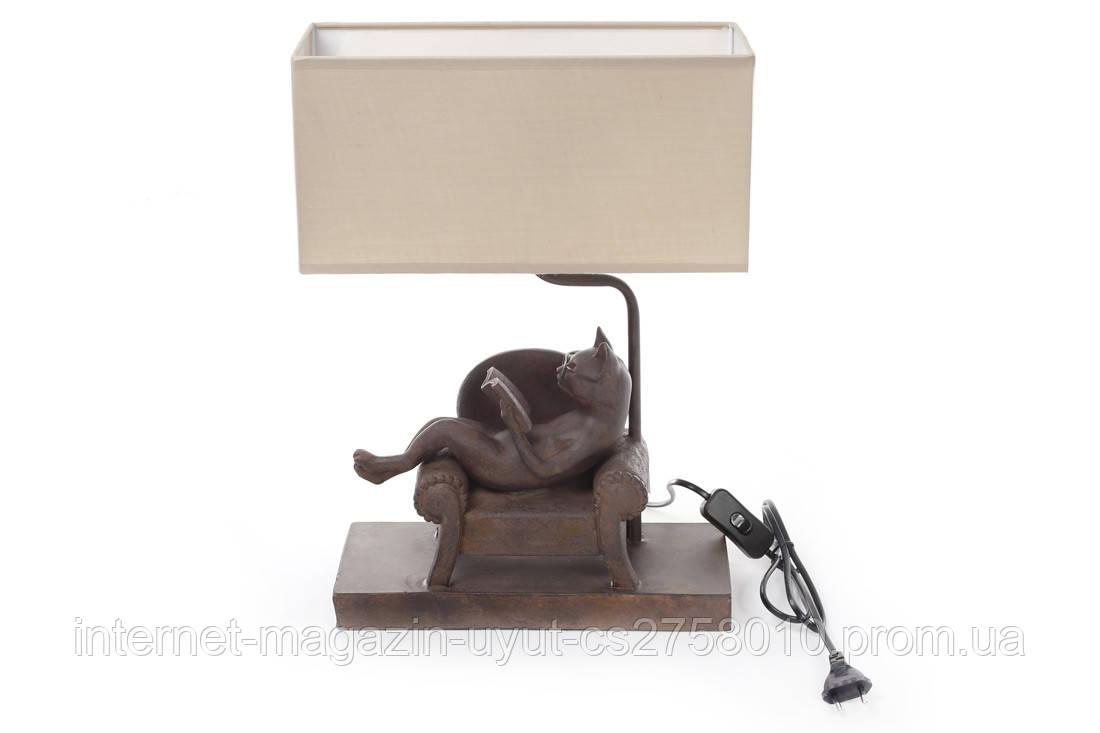 Лампа настольная Кот на кресле с книгой 42.5см с тканевым абажуром