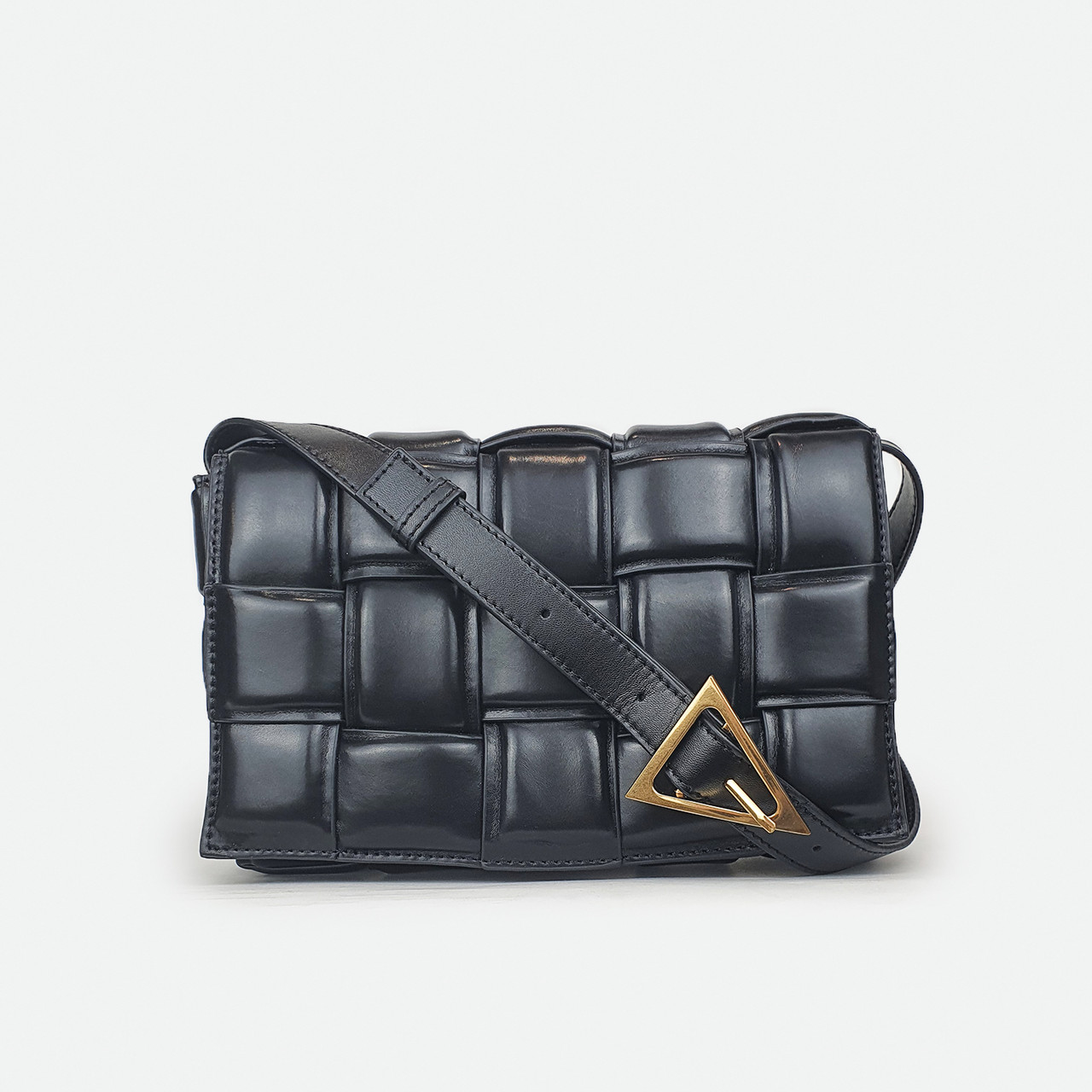 Черная сумка квадратами кожаная средняя 9095
