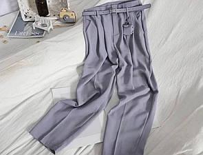 Женские брюки с ремнем в голубом цвете