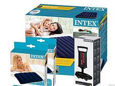 Надувний матрац 152см Intex з двома подушками і ручним насосом, фото 2
