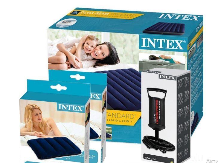 Надувной матрас 137 см Intex с двумя подушками и ручным насосом