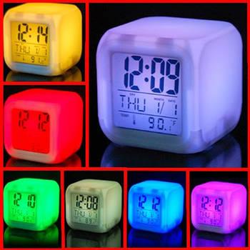 Цифрові світлодіодні годинник куб з ЖК-дисплеєм і будильником, з мінливими квітами, для зняття стрі