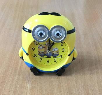 Годинники настільні міньйон / 8377