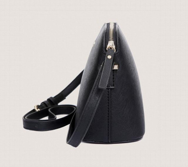 Женская сумка-купол вид сбоку.