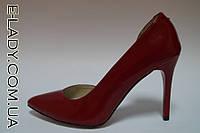 Красные лаковые туфли на шпильке из натуральной кожи