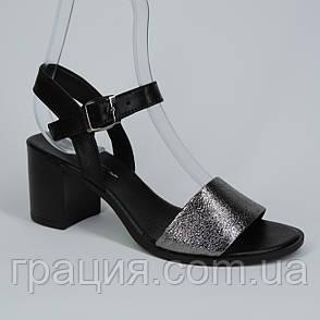 Женские кожаные модные босоножки на не большем каблуке