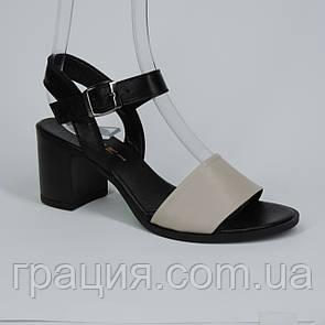 Женские кожаные модные босоножки на не высоком каблуке