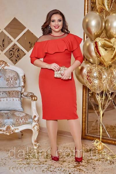Вечернее красное платье-футляр с оборками и сеткой батал