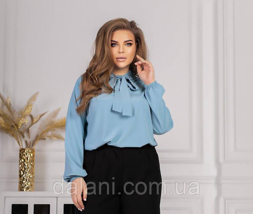 Жіноча блакитна блуза з коміром на зав'язках батал