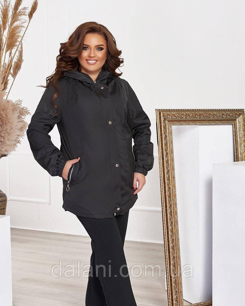 Жіноча чорна куртка-вітровка з плащової тканини батал