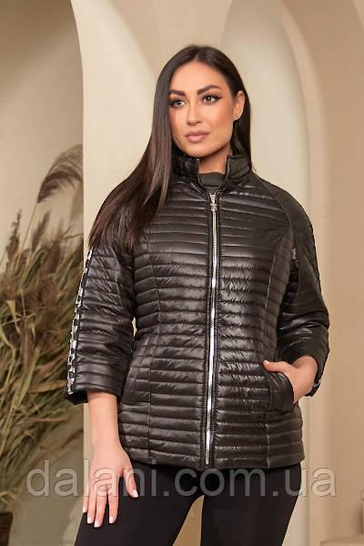 Жіноча чорна стьобана куртка з паєтками і укороченими рукавами