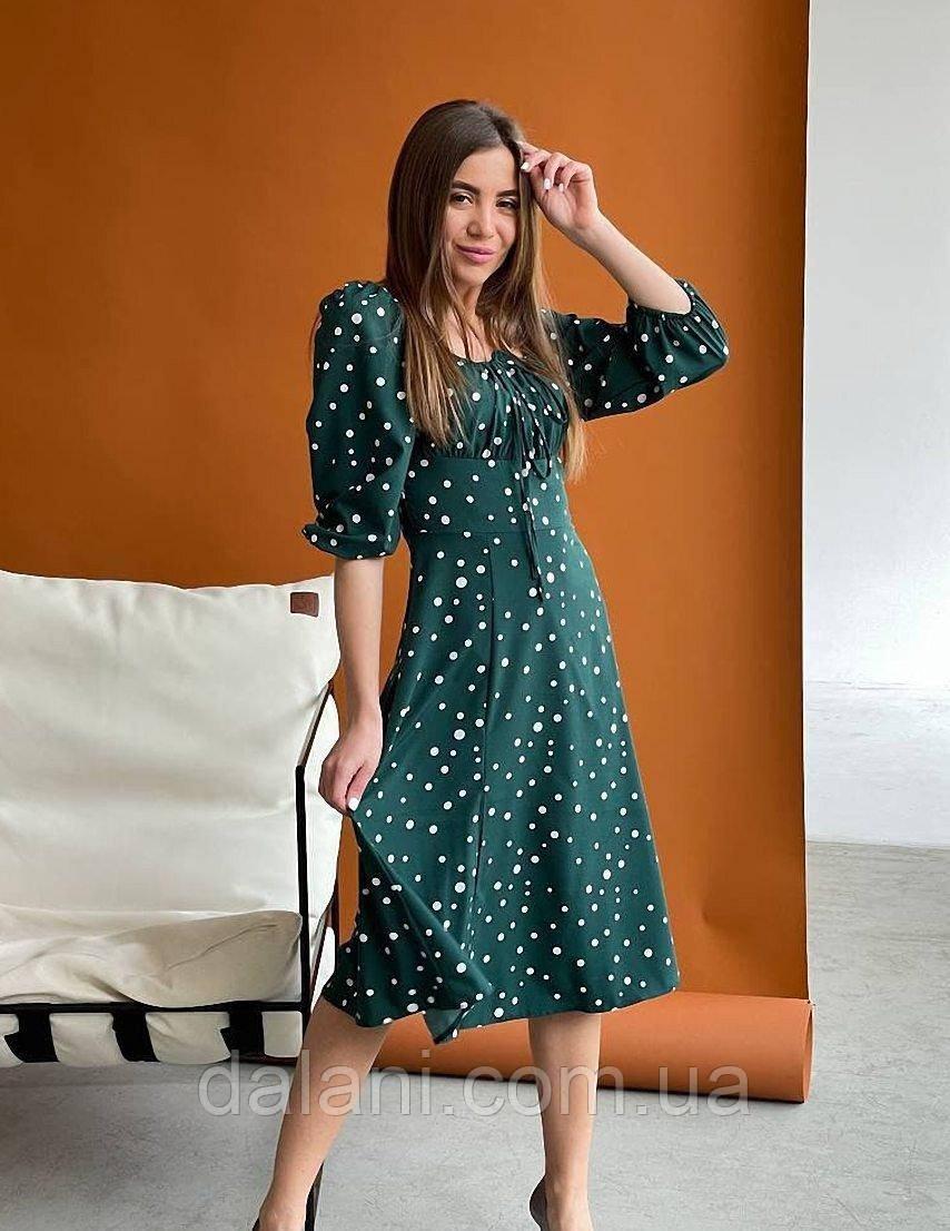 Женское зеленое платье миди в горошек с разрезом