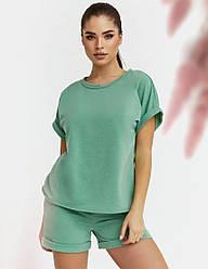 Спортивный женский ментоловый костюм из футболки и шорт