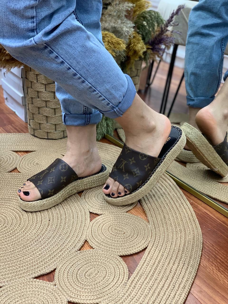 Жіночі шльопанці Louis Vuitton/коричневі шльопанці луї вітон/тапочки луї вітон (люкс копія)