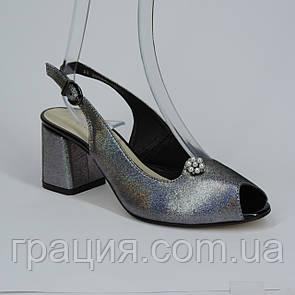 Женские кожаные элегантные босоножки на не большем каблуке