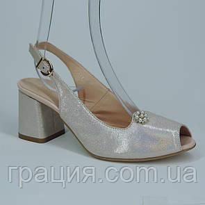 Кожаные элегантные женские босоножки на не большем каблуке