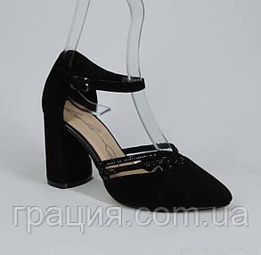 Замшевые элегантные женские босоножки на каблуке с закрытой пяткой