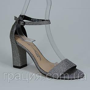 Женские элегантные босоножки на каблуке с закрытой пяткой