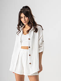 Приятный летний костюм с шортами и рубашкой свободного кроя в белом и пудровом цветах в размерах S, M иL