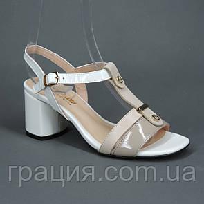 Модні жіночі шкіряні босоніжки на високому каблуці