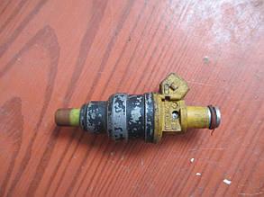 Форсунка топливная Hyundai Pony 1993  9250930003, 353102401 9915204 Hyundai/KIA