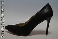Классические черные туфли на шпильке из натуральной кожи