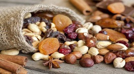 Сухофрукты, орехи, гранола
