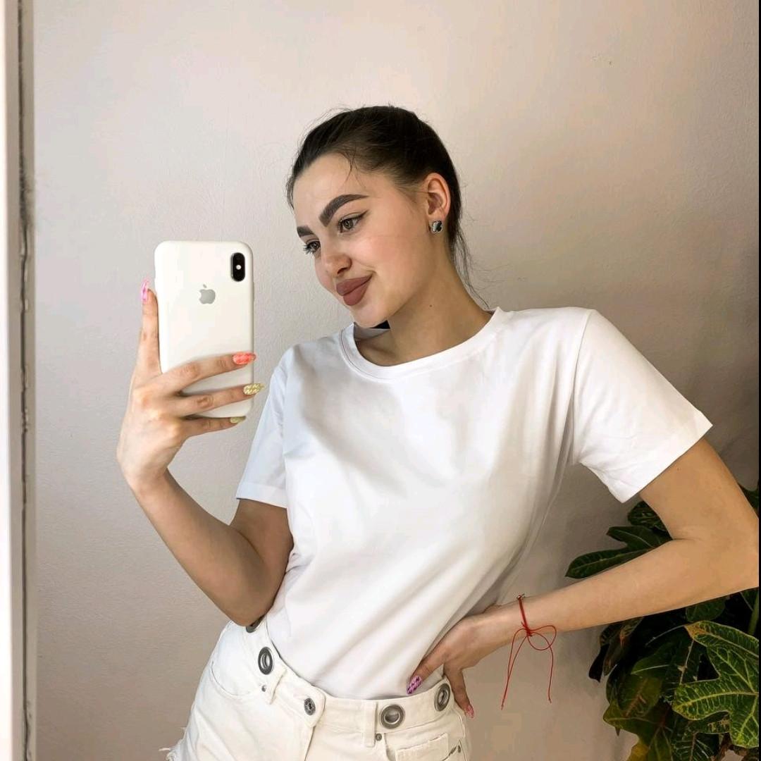Біла жіноча футболка базова