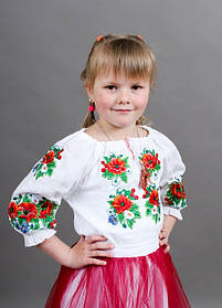 Нарядна дитяча вишиванка для дівчинки з червоними маками