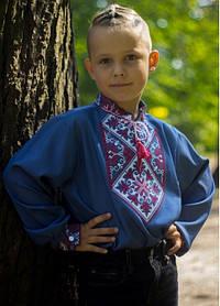 Підліткова красива хлопчачий вишиванка