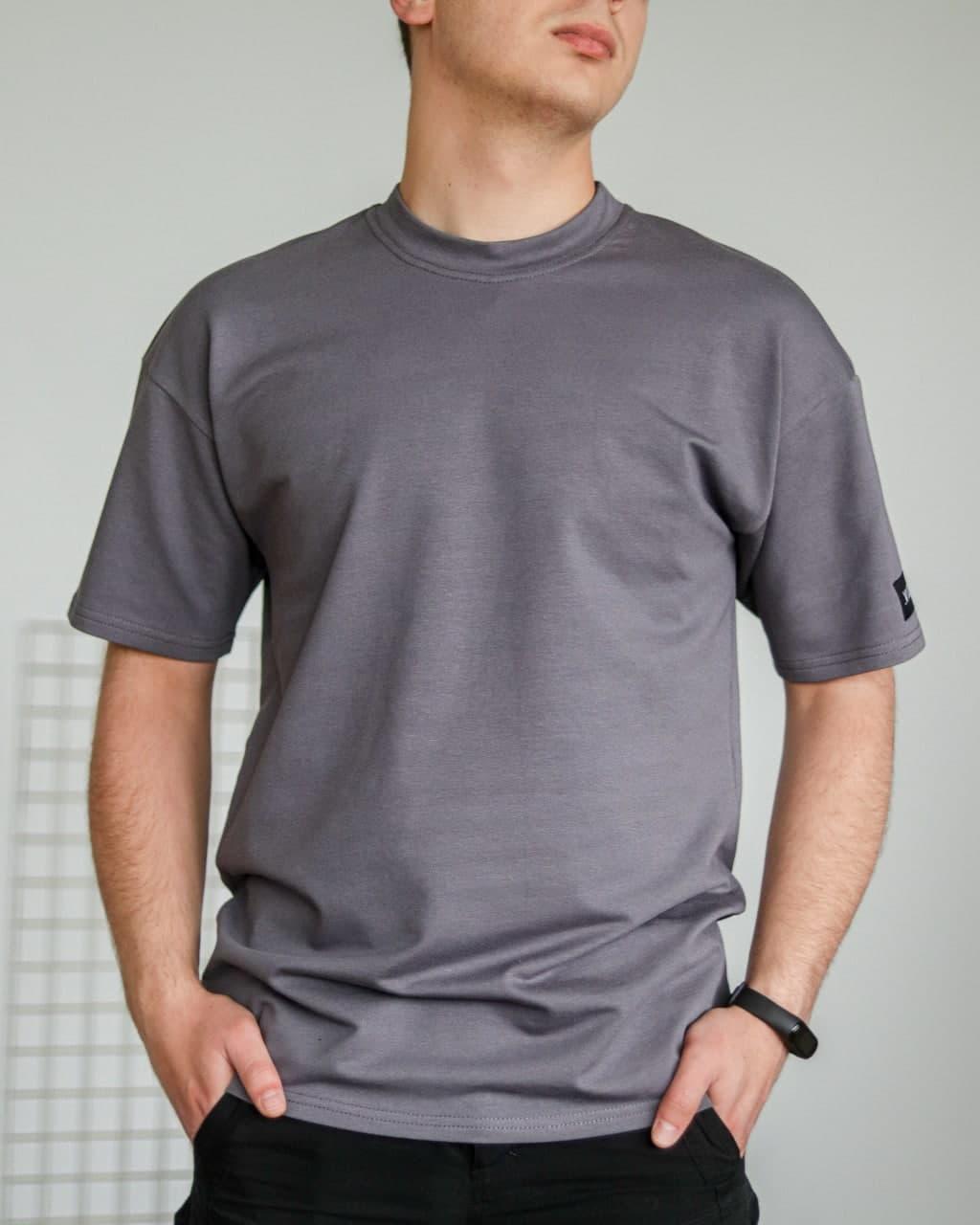 Футболка чоловіча базова сіра без принта. Чоловіча базова футболка сірого кольору без принтів.