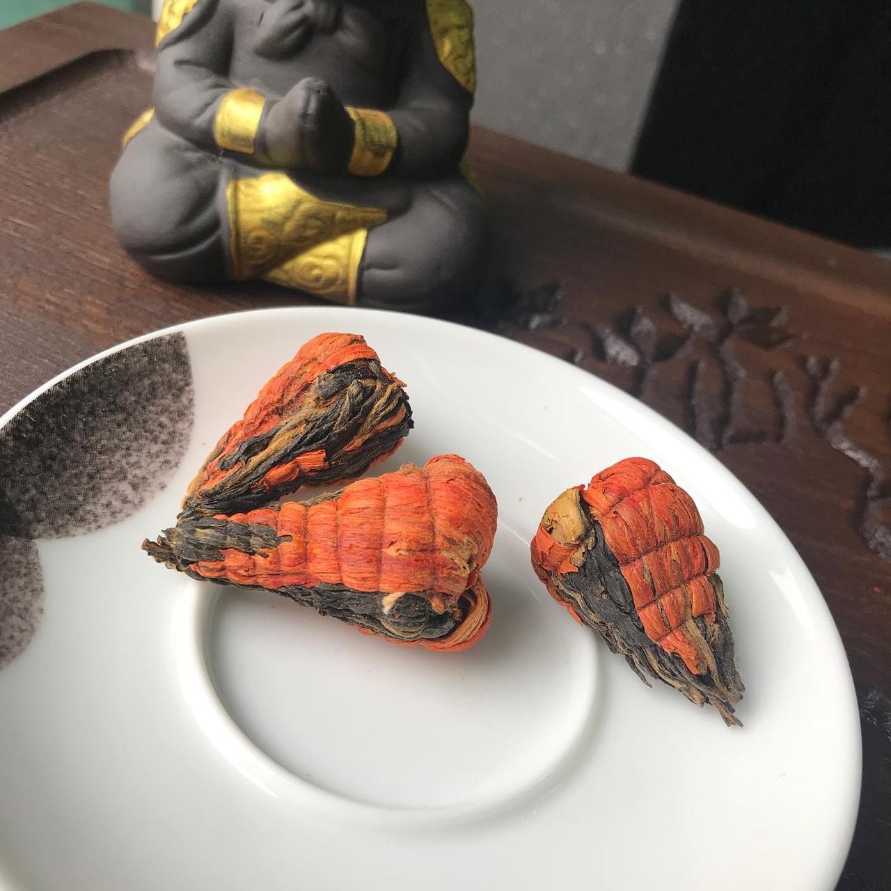 Красный чай Дянь Хун Та (Красная пагода) с лилией