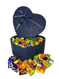 Жевательная жвачка Love is ассорти в подарочной упаковке 200 шт синяя коробочка