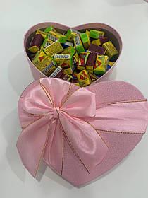 Жвачки Love is... в подарочной упаковке 100 шт розовая коробочка