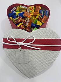 Жвачки Love is... в подарочной упаковке 150 шт бело-красная коробочка